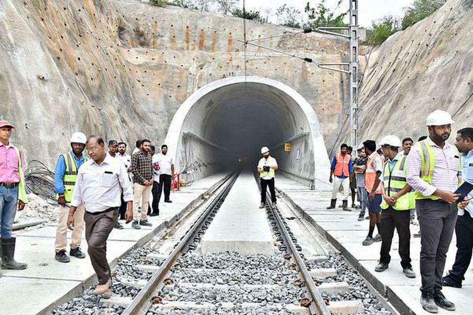 Longest electrified railway tunnel in India commissioned_40.1