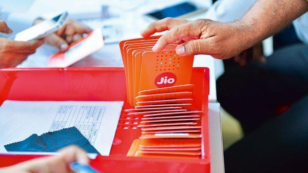 Reliance Jio ties up with Facebook for 'Digital Udaan'_40.1