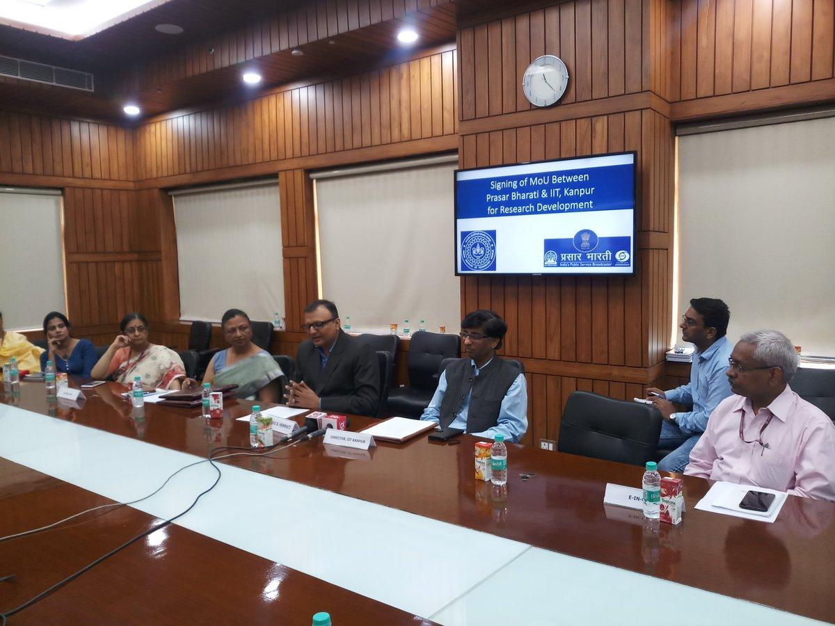 Prasar Bharati and IIT Kanpur signs MoU for research collaboration_40.1