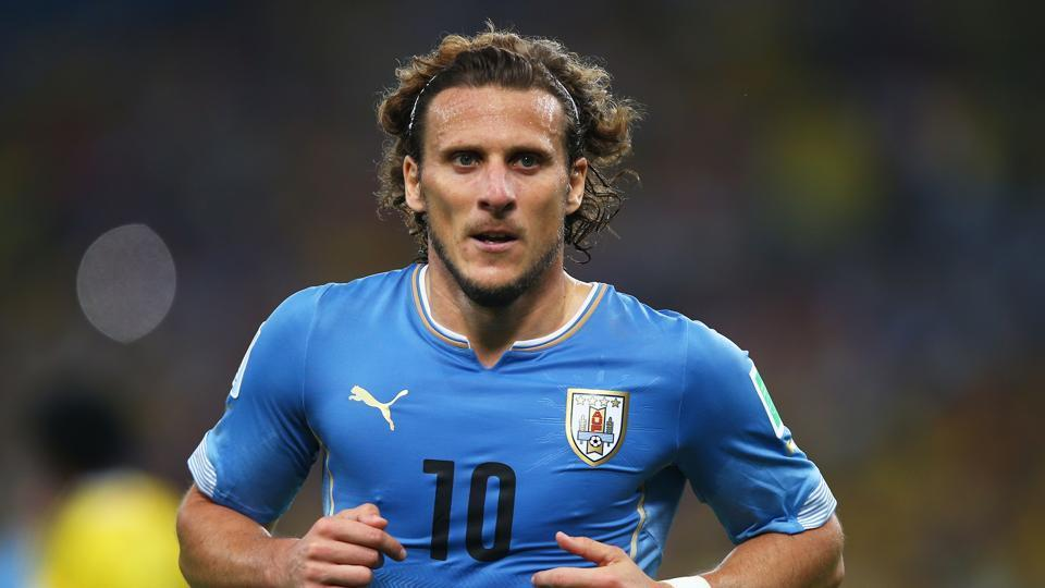 Diego forlan announces retirement from professional football_40.1