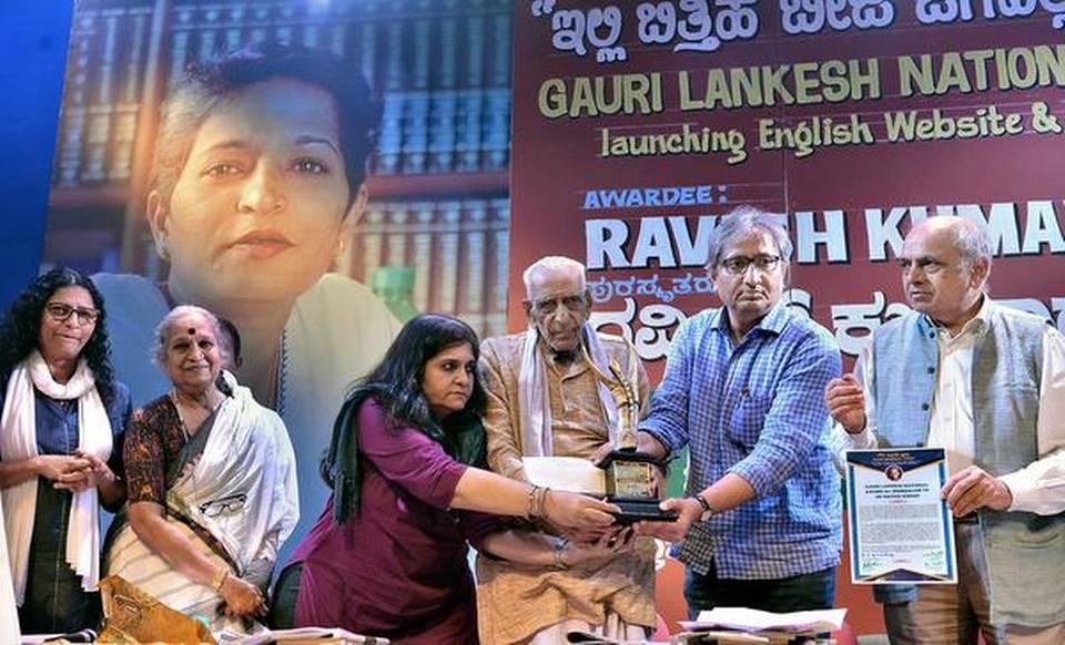 Ravish Kumar receives the Gauri Lankesh National Award for Journalism_40.1