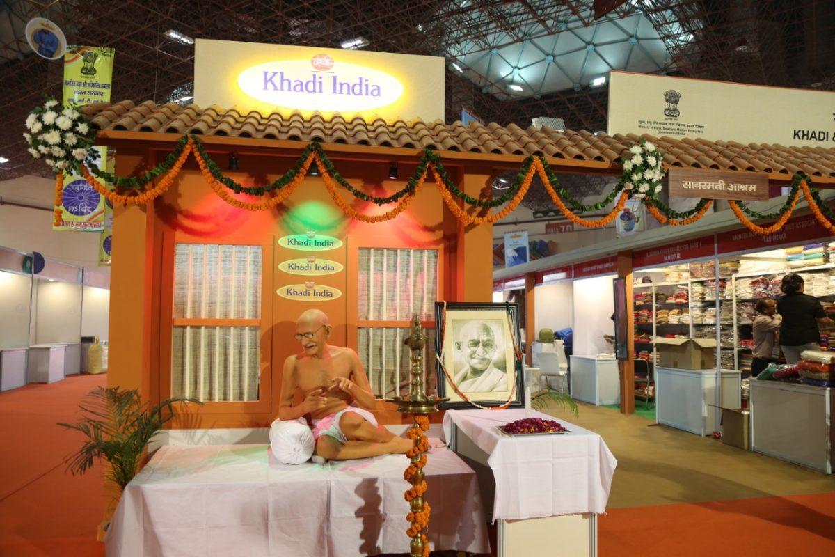 Nitin Gadkari Inaugurates Khadi Pavilion at I.I.T.F_40.1