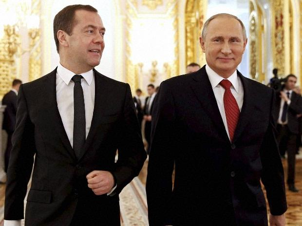Russian PM Dmitry Medvedev submits resignation to Putin_40.1