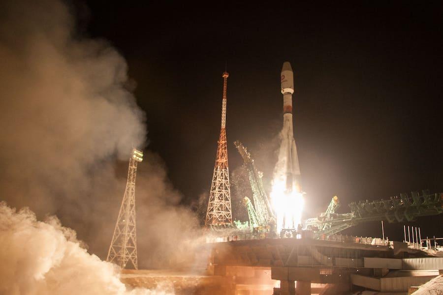 UK's start-up launches 1st big batch of satellites_40.1