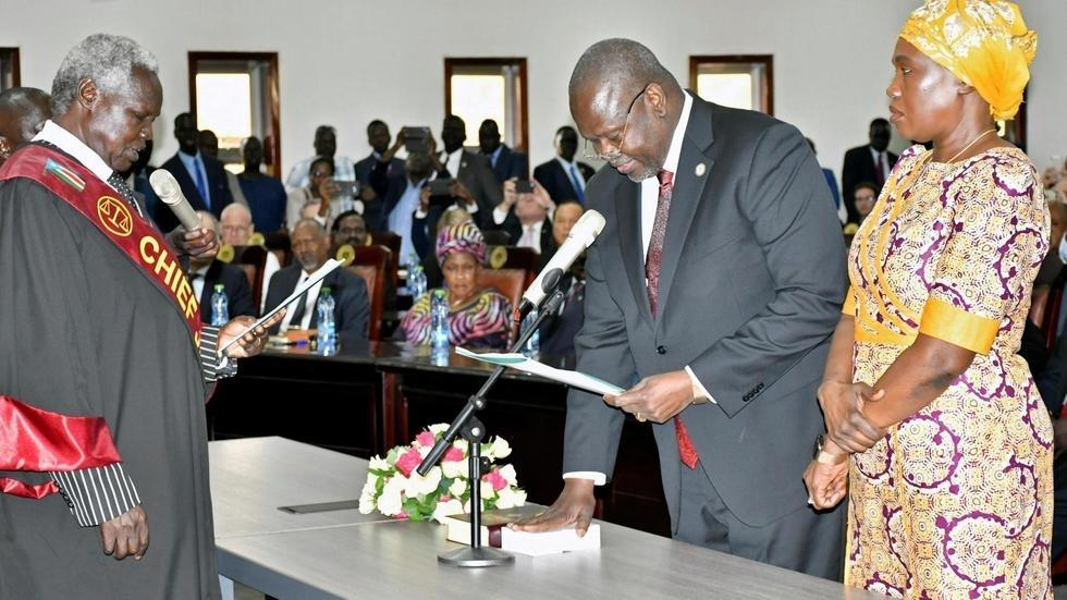 South Sudan rebel leader Riek Machar sworn in as vice president_40.1
