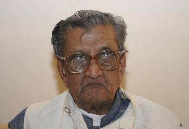 Centenarian vedic scholar Sudhakar Chaturvedi passes away_40.1