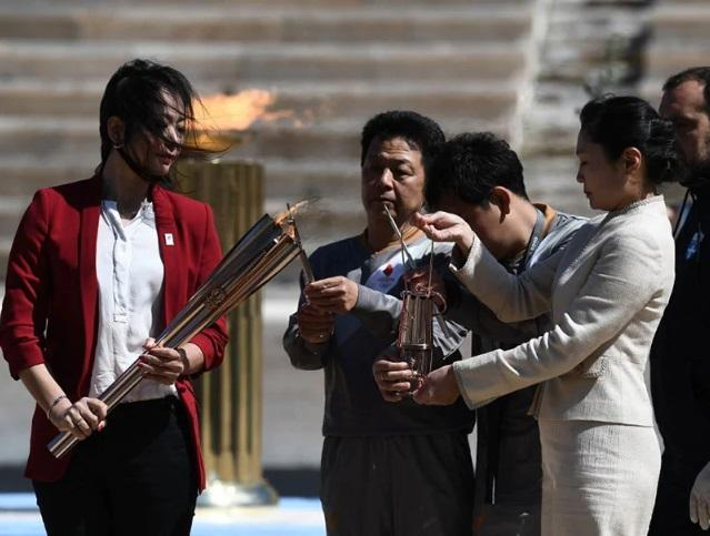 Greece hands over Olympic flame to Tokyo 2020_40.1