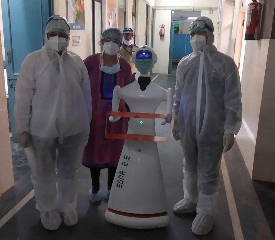 Jaipur's Sawai Man Singh hospital tests serving robot_40.1