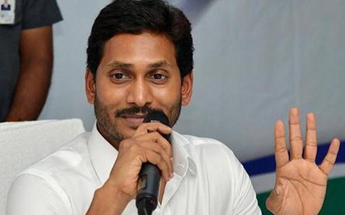 Andhra govt starts doorstep delivery of pensions_40.1