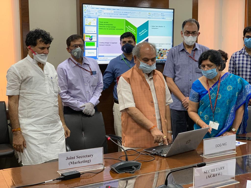 """Agriculture Minister launches """"Kisan Rath"""" Mobile App_40.1"""
