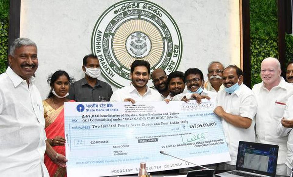 Andhra CM launches 'Jagananna Chedodu' scheme_40.1