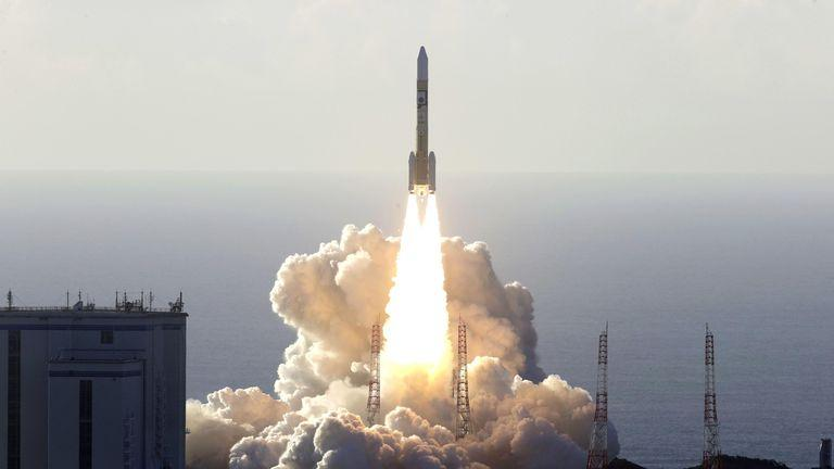 """United Arab Emirates launches """"Hope"""" mission to """"Mars""""_40.1"""