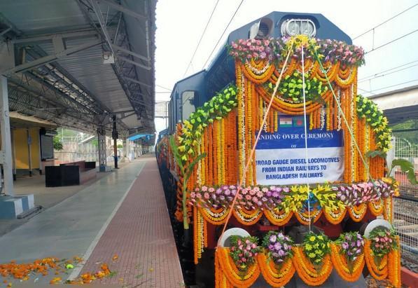 India hands over 10 broad-gauge railway locos to Bangladesh_40.1