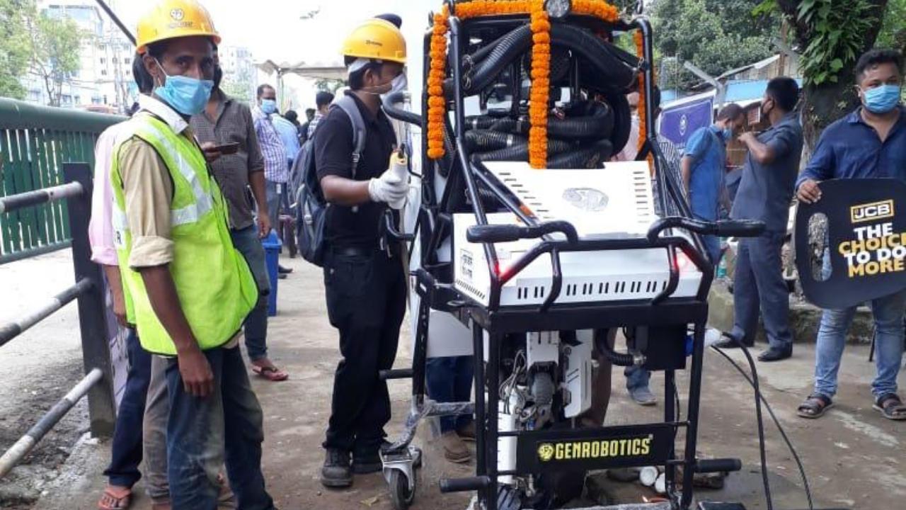 Guwahati gets manhole cleaning robot 'BANDICOOT'_40.1