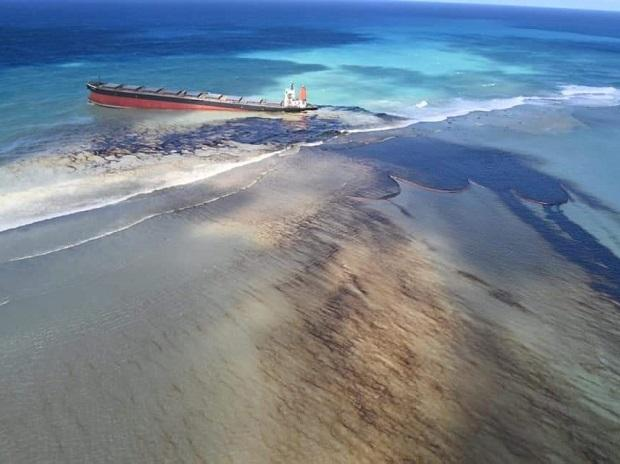 """Mauritius declares a """"state of environmental emergency""""_40.1"""