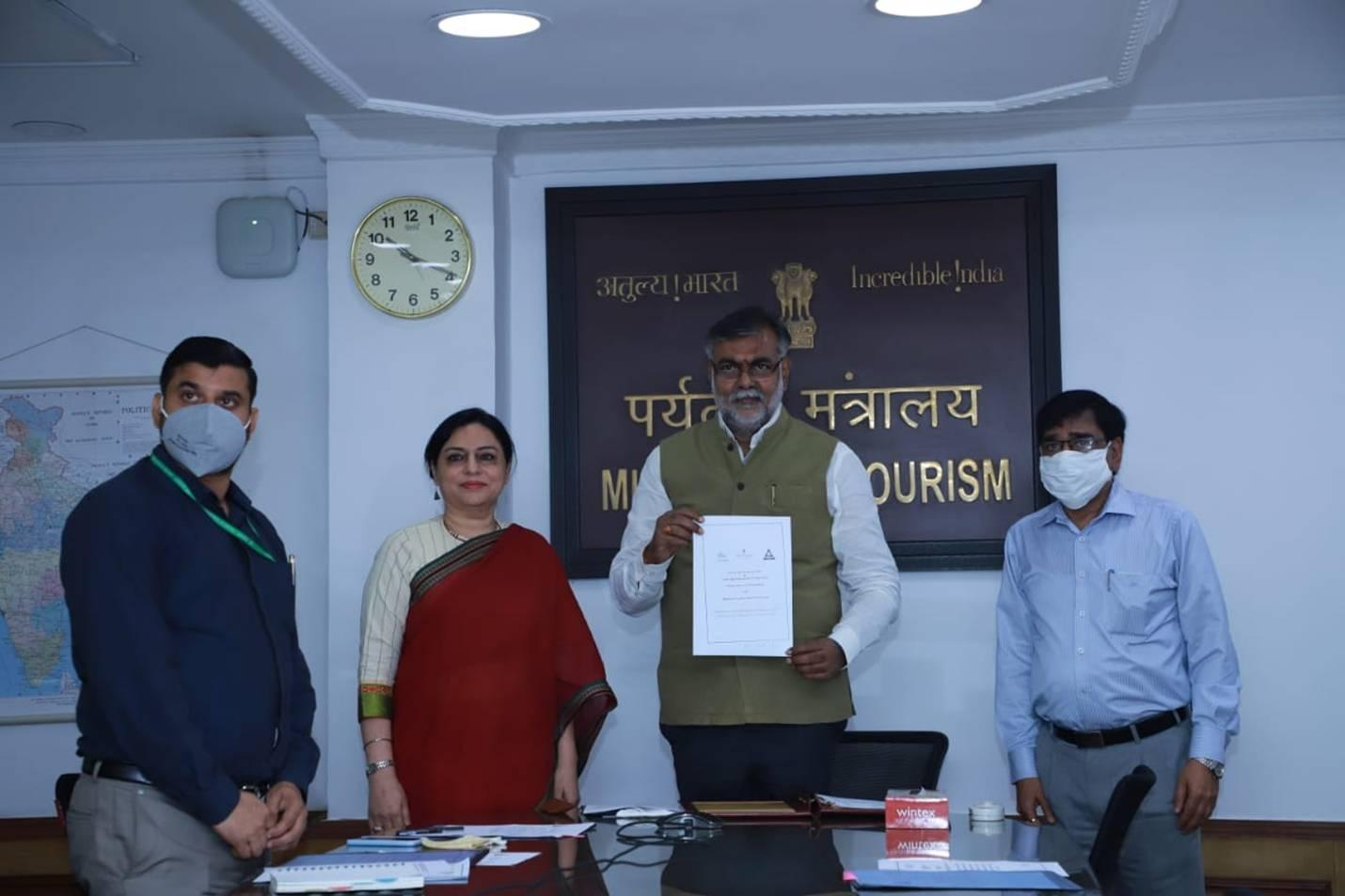 Tourism Ministry partners with TAAI & FICCI's FLO to promote tourism_40.1
