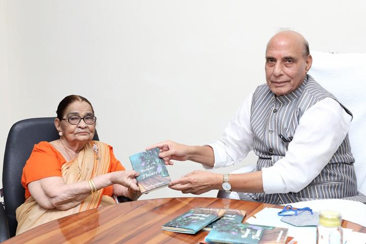 Rajnath Singh launched a book titled 'A bouquet of flowers'_40.1
