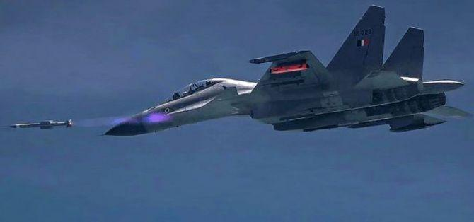 India Successfully test fires BrahMos Missile from Sukhoi 30 MKI_40.1