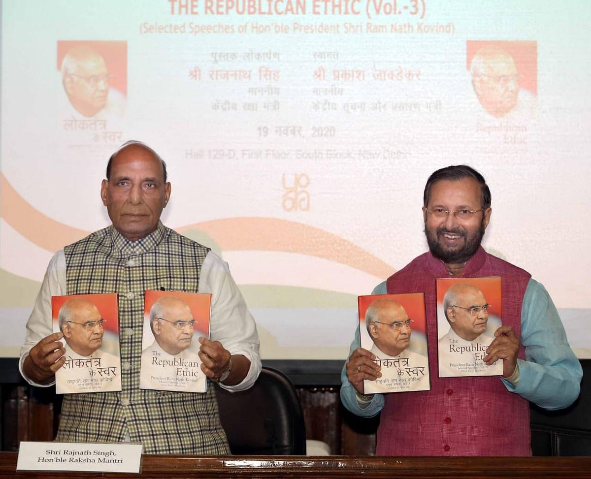 Defence Minister Rajnath Singh unveils two books_40.1