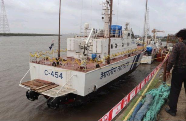 Indigenously-built Coast Guard interceptor boat C-454 commissioned_40.1
