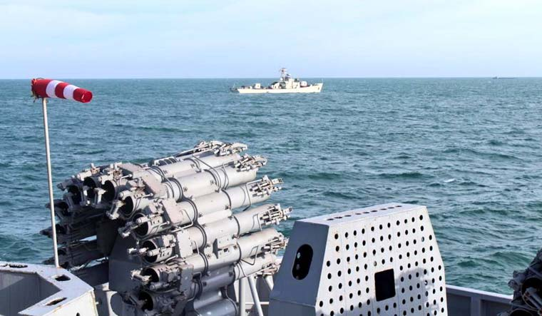 India-Vietnamese Navy conducts PASSEX-2020 in South China Sea_40.1