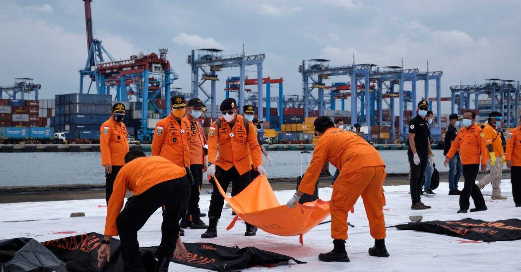 Indonesian Jetliner crashes into the sea after takeoff_40.1