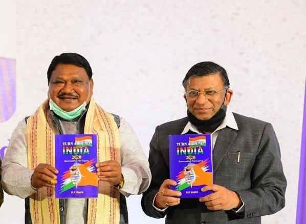 Jual Oram launches book on economic awareness in India_40.1