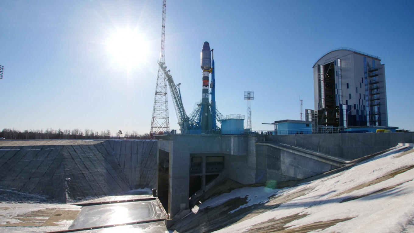 Russia Launches 38 Satellites From 18 Countries Into Space_40.1