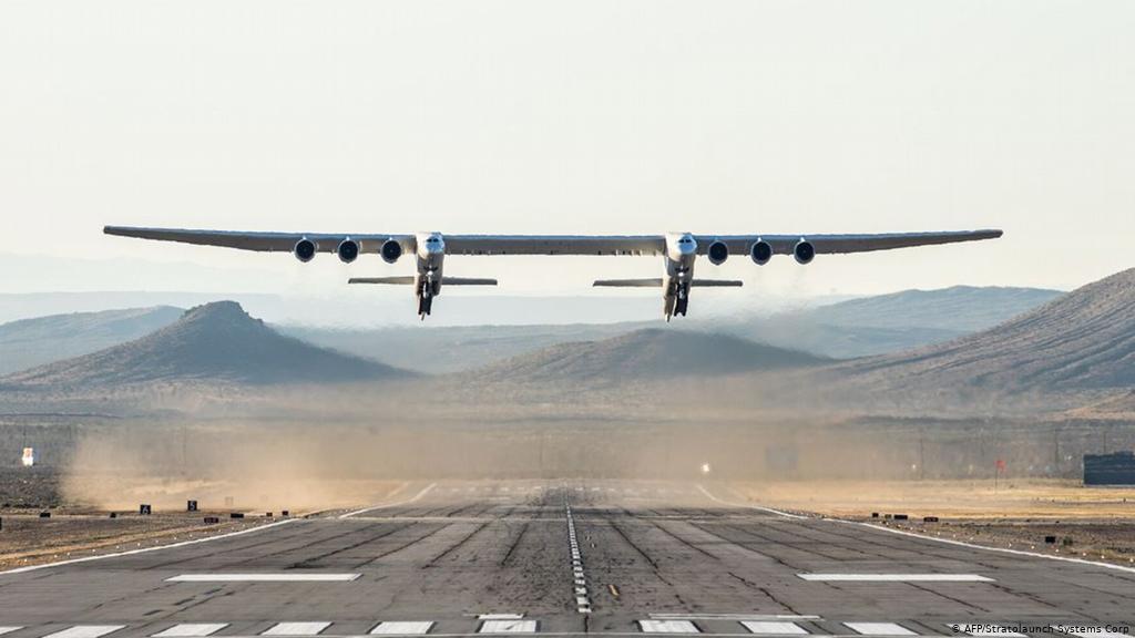 World's largest aeroplane by Stratolaunch completes test flight | स्ट्रॉटोलांचद्वारे जगातील सर्वात मोठे विमानाने चाचणी उड्डाण पूर्ण केले_40.1
