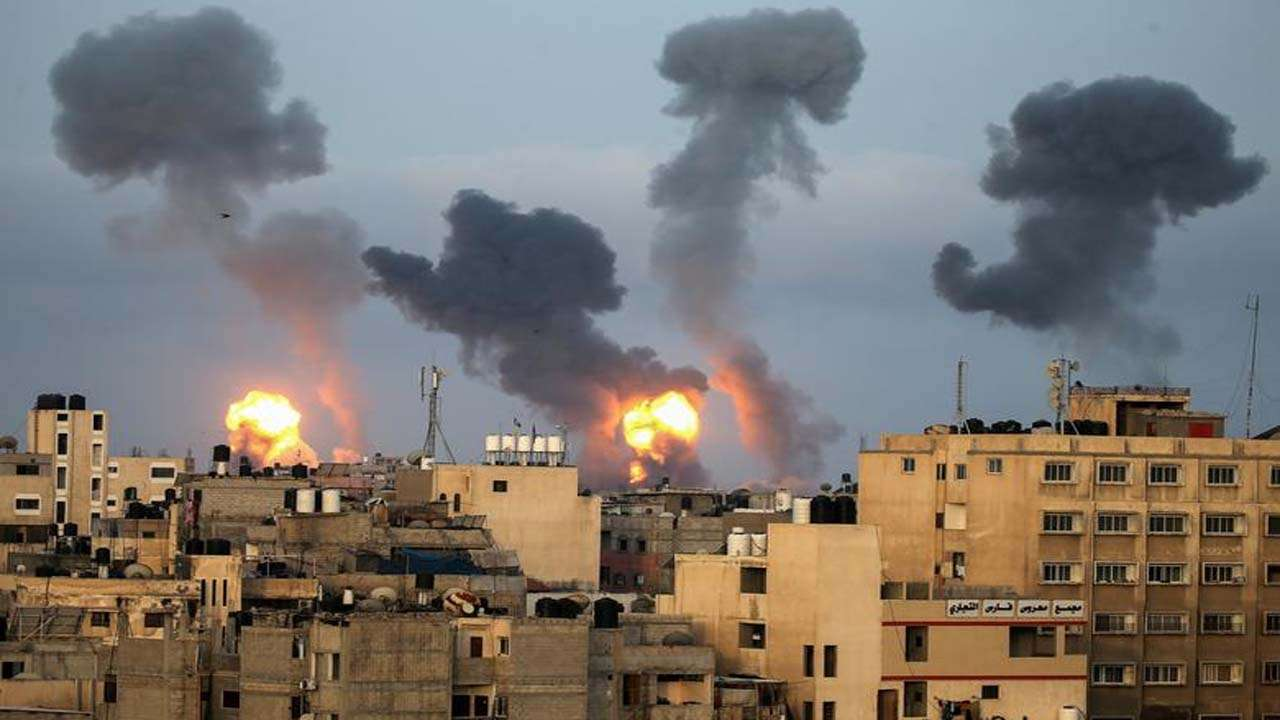 Hostilities between Israel and Hamas escalated after the air strikes_40.1