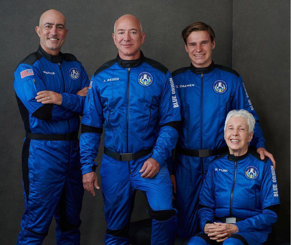 Jeff Bezos launches to space aboard New Shepard rocket ship | जेफ बेझोस यांनी न्यू शेपर्ड रॉकेटच्या सहाय्याने अवकाशात प्रक्षेपण केले_40.1