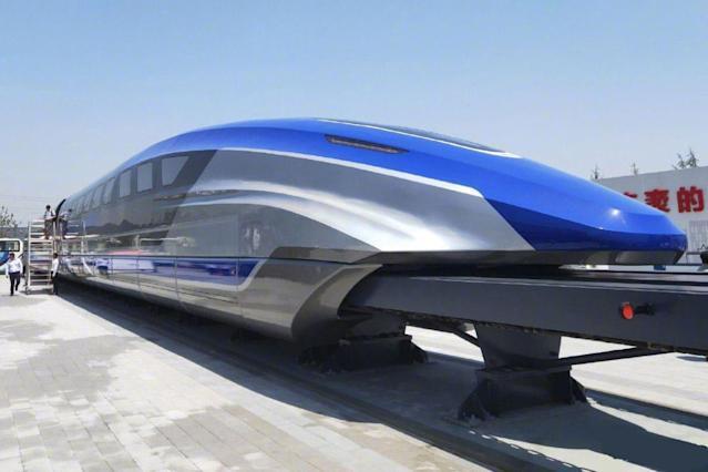 China unveils 600 kph maglev train makes public debut | चीनने 600 किमी प्रतितास धावणाऱ्या मॅगलेव्ह ट्रेनचे अनावरण केले_40.1