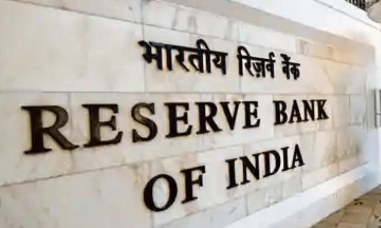 RBI imposes Rs 25 lakh fine on Axis Bank for flouting KYC norms_40.1