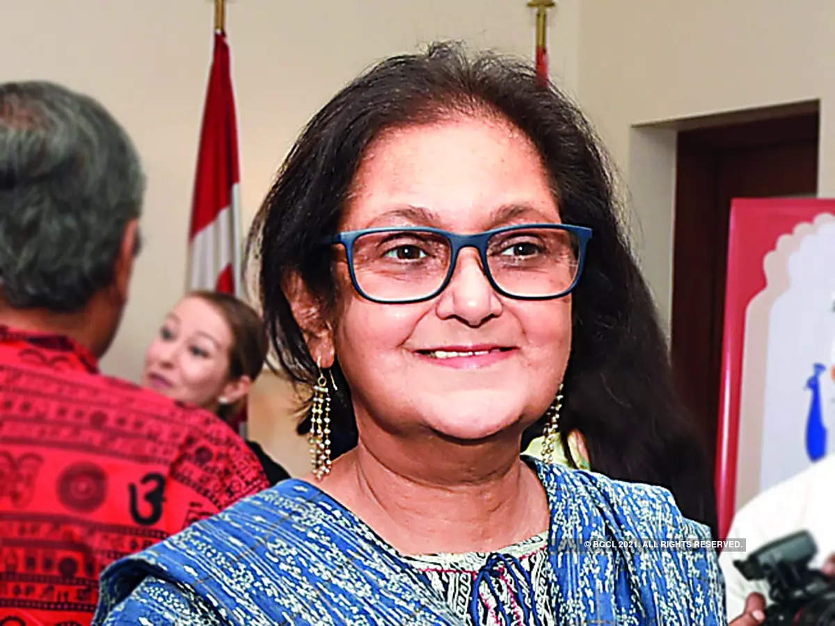 Namita Gokhale honoured with 7th Yamin Hazarika Woman of Substance Award_40.1