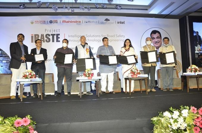 Nitin Gadkari launches AI-powered road safety project 'iRASTE'_40.1