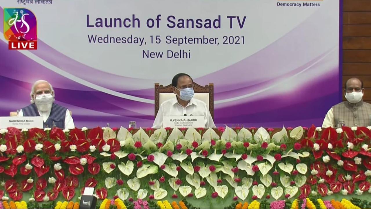 PM Modi launches Sansad TV along with LS Speaker Om Birla_40.1