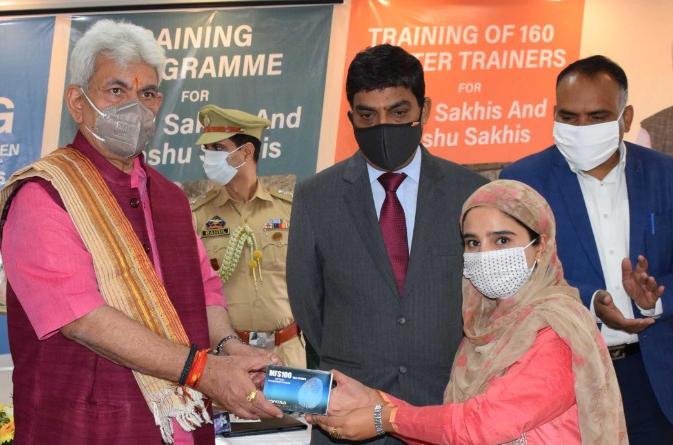 J&K Lt. Governor Manoj Sinha launches 'One Gram Panchayat-One DIGI-Pay Sakhi'_40.1