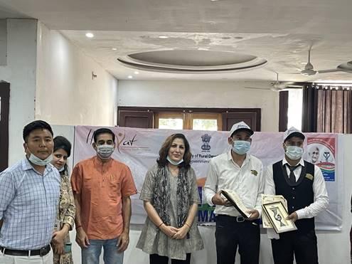 75 Divyangjan felicitated with Hunarbaaz Awards_40.1